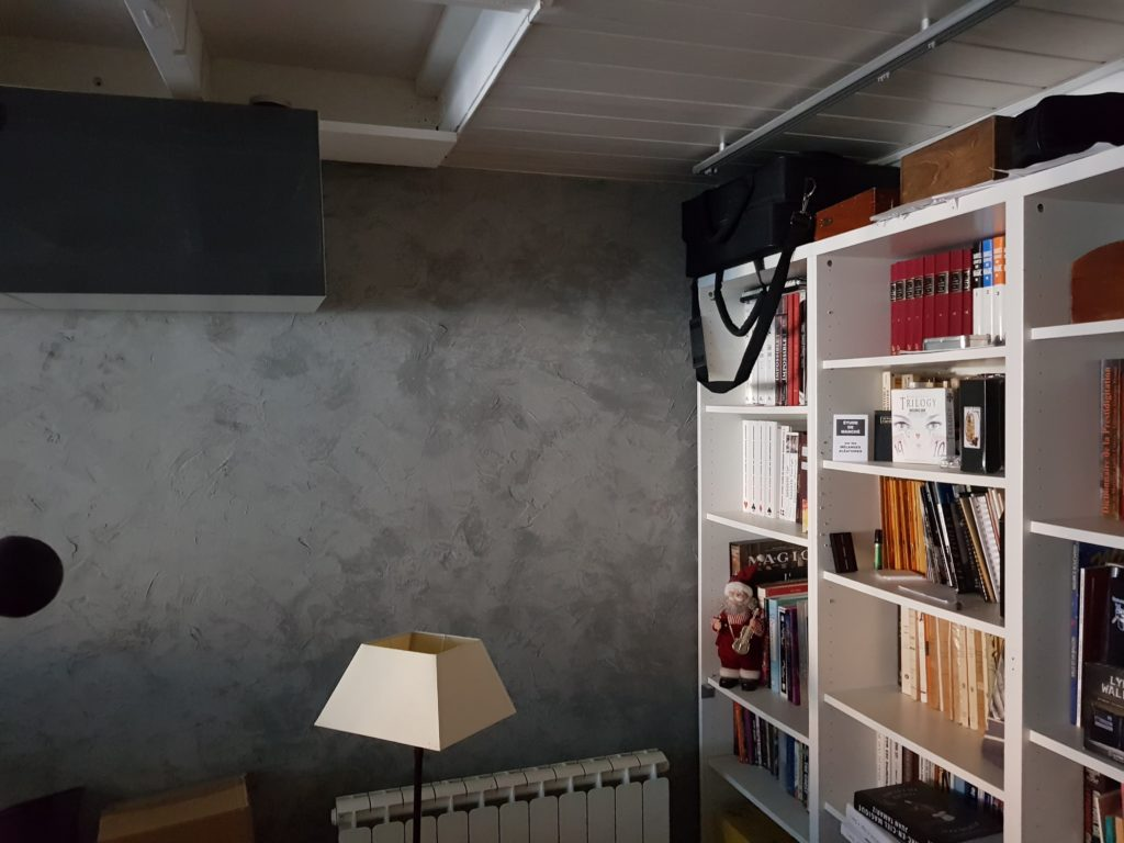 Maison placard et faux plafond en bois blanc par CKM Couverture dans le 35
