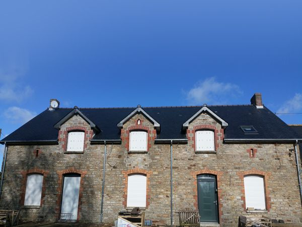 Création d'un toit en ardoise par CKM Couverture dans le 35