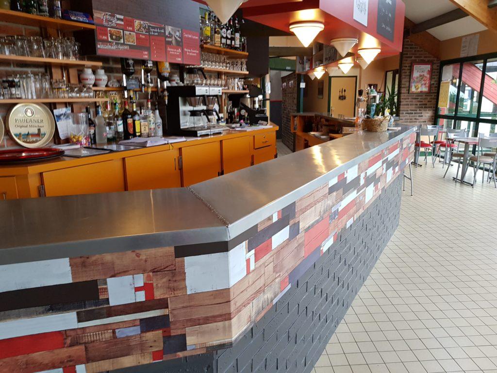 Création d'un bar en zinc par CKM Couverture dans le 35